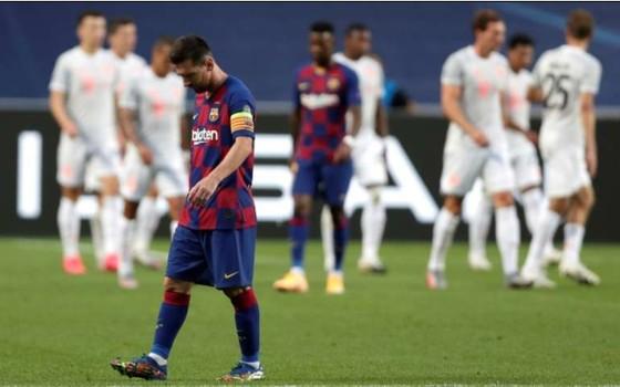Leo Messi thất vọng sau khi thua Bayern Munich 2-8