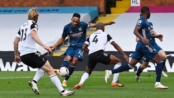 Bừng bừng khí thế, Arsenal đè bẹp Fulham trong trận mở màn Premier League ảnh 3