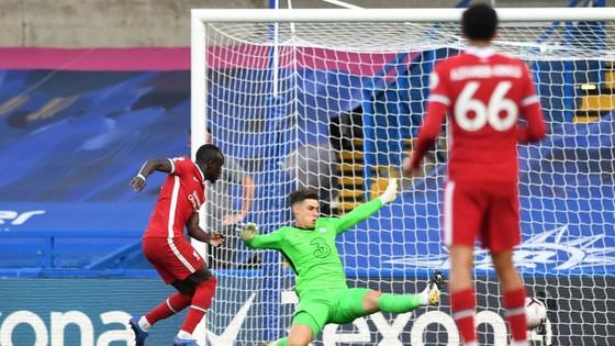 Sadio Mane ghi cú đúp, Chelsea trả giá sai lầm hàng thủ ảnh 2
