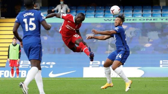 Sadio Mane ghi cú đúp, Chelsea trả giá sai lầm hàng thủ ảnh 1