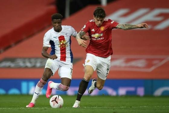 Wilfried Zaha tỏa sáng trong chiến thắng Man United