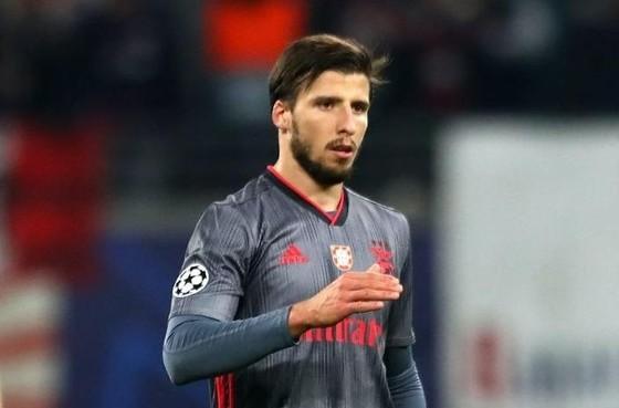 Manchester City chi 68 triệu euro cho Benfica để mua 'Kompany mới'