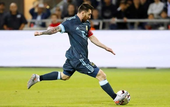 Messi sẽ chơi sau 2 tiền đạo khi Argentina tiếp Ecuador