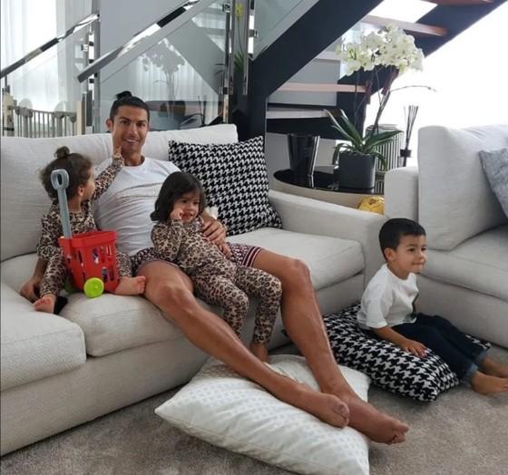 Kẻ trộm viếng thăm nhà của Ronaldo ở Madeira để cuỗm chiếc áo... Juventus ảnh 1