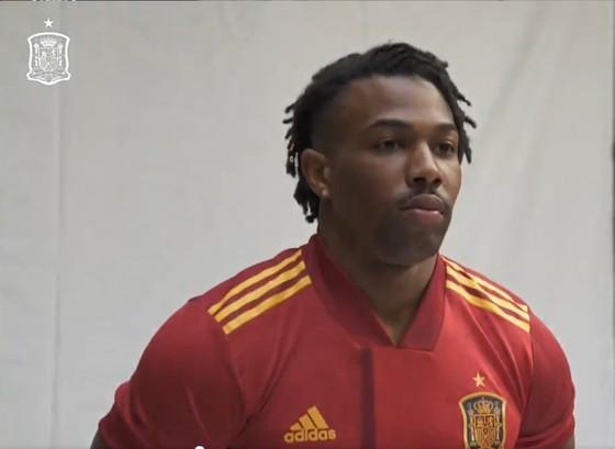 Adama Traore đã bị Barcelona thải loại
