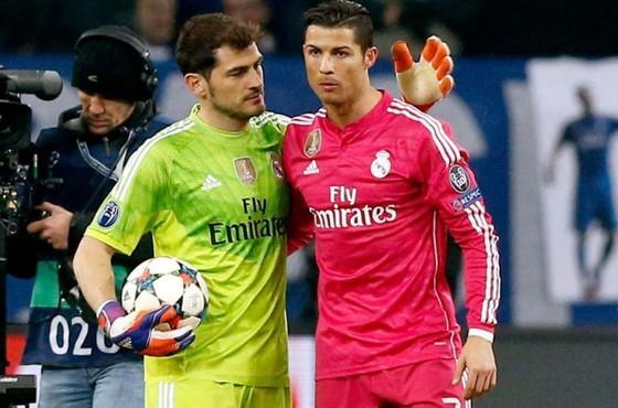 Ronaldo xuất sắc hơn Messi! Casillas giải thích tại sao CR7 mới là Cầu thủ vĩ đại nhất ảnh 1