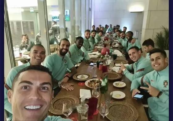 Ronaldo dương tính với Covid-19, bỏ lỡ trận gặp Messi ở Champions League  ảnh 2