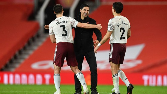 Aubameyang nổ súng, Arsenal nhấn chìm Man United ngay tại Old Trafford ảnh 4