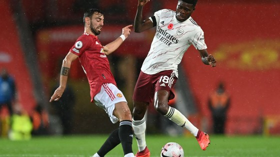 Aubameyang nổ súng, Arsenal nhấn chìm Man United ngay tại Old Trafford ảnh 2