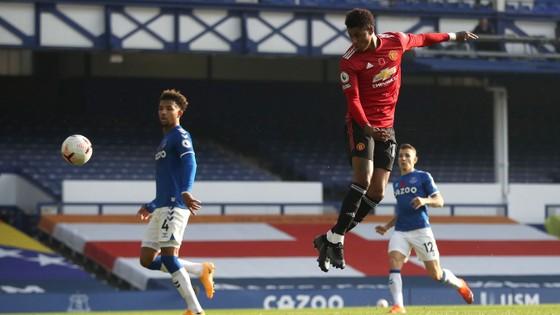 Bruno Fernandes giúp Quỷ đỏ nhấn chìm Everton 3-1 ảnh 3