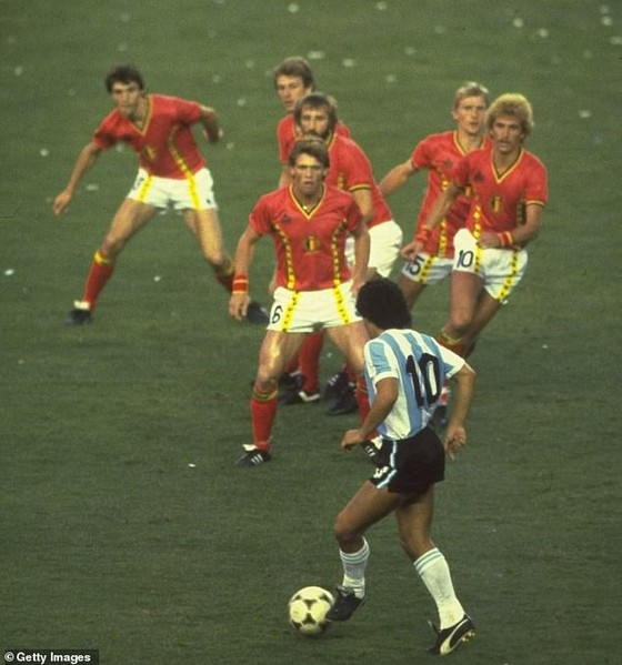 Diego Maradona chỉ để lại '75.000 bảng trong tài khoản' nhưng gia đình đang tranh giành kho báu 150 triệu bảng ảnh 1