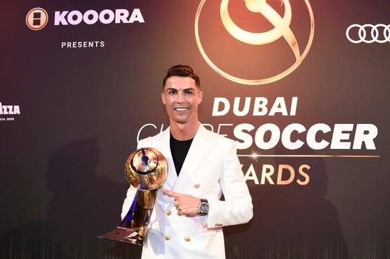 Cristiano Ronaldo nhận giải năm 2019