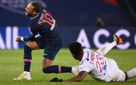 Neymar dính chần thương và sẽ phải dưỡng thương một thời gianà sẽ