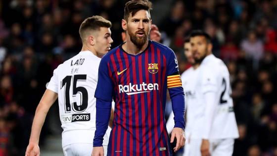 Messi lại phải gánh thêm nhiều trong trách.