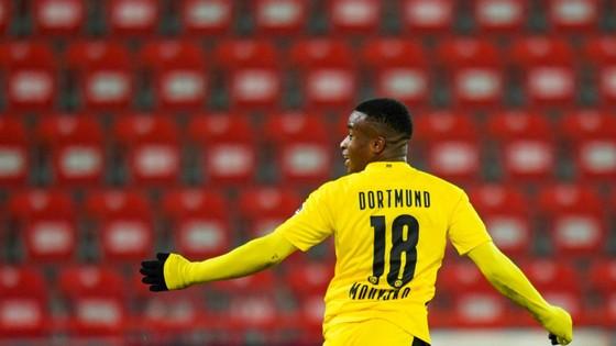 Youssoufa Moukoko phá kỷ lục khi ghi bàn ở Đức