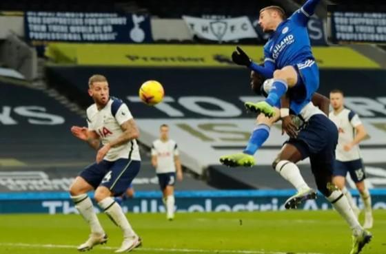 Gậy ông đập lưng ông, thua Leicester 0-2 Tottenham tụt xuống thứ 5 ảnh 4