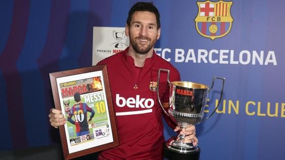 Messi với chiếc cúp Pichini thứ 7