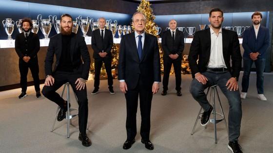 Sergio Ramos, Chủ tịch Pertez và các thành viên CLB Real Madrid