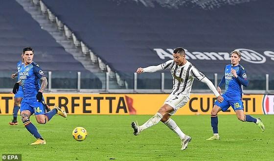 Cristiano Ronaldo vượt thành tích Pele với 758 bàn ảnh 2