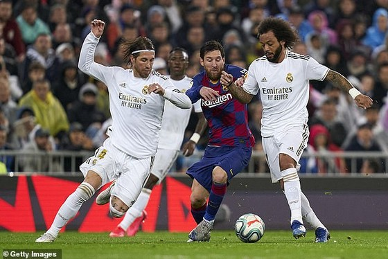 Leo Messi (giữa) và Sergio Ramos (trái) có thể gia nhập PSG vào mùa hè