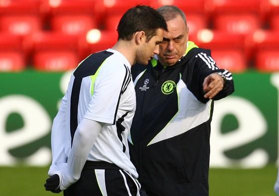 Thầy cũ Chelsea mách nước Lampard cách để tránh bị sa thải ảnh 1