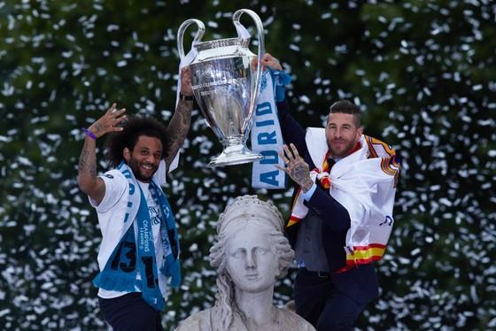 Sergio Ramos và Marcelo trong lễ đăng quang Liga mủa qua