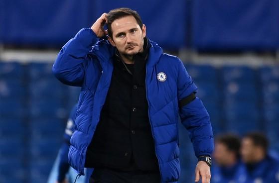 Frank Lampard trả giá cho phong độ sa sút của Chelsea