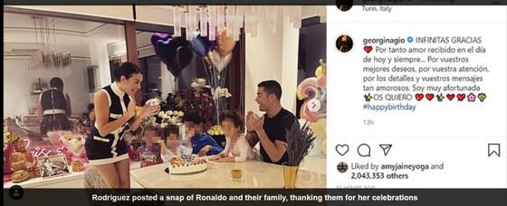 Ronaldo vượt rào dẫn bạn gái đi trượt tuyết trong ngày sinh nhật ảnh 2