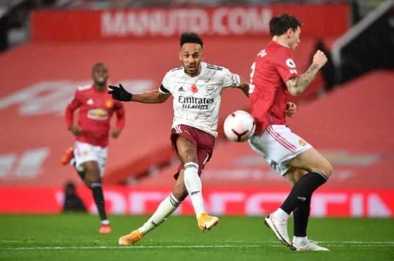 Trận lượt đi, Arsenal đã thắng Man United 1-0 nhờ bàn quyết định của Aubameyang