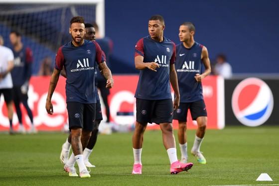 Mbappe chấp nhận làm cái bóng của Neymar ảnh 1