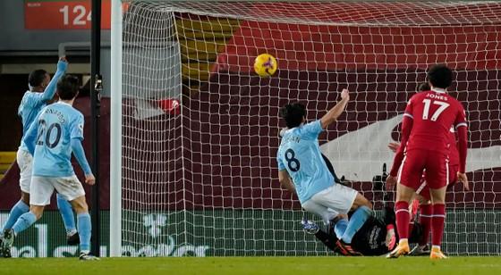 Phil Foden tỏa sáng giúp Manchester City nhấn chìm pháo đài Anfield ảnh 1