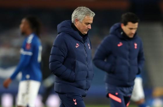Jose Mourinho lại gặp rắc rối ở Tottenham
