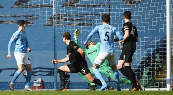 Man City thắng trận thứ 14 liên tiếp, Pep Guardiola ghi cột mốc 200 trận thắng ảnh 2
