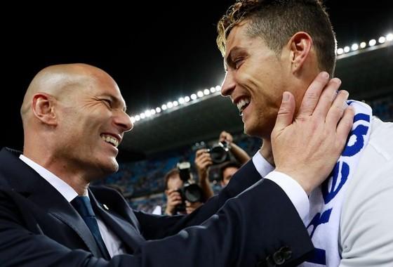 Ronaldo phá vỡ sự im lặng trước lời đồn 'trở lại Real Madrid' ảnh 1