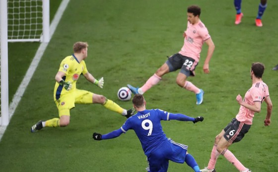 Iheanacho ghi hat-trick giúp Leicester nhấn chìm Sheffield United ảnh 4