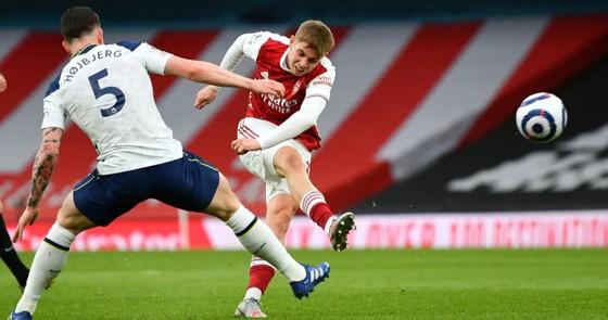 Siêu phẩm của Lamela không cứu nổi Tottenham trong trận derby London ảnh 1