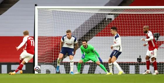 Siêu phẩm của Lamela không cứu nổi Tottenham trong trận derby London ảnh 2