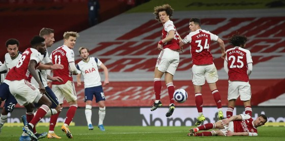 Siêu phẩm của Lamela không cứu nổi Tottenham trong trận derby London ảnh 4
