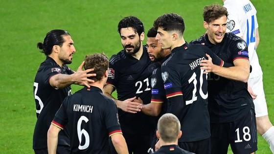 Các tuyển thủ Đức ăn mừng chiến thắng