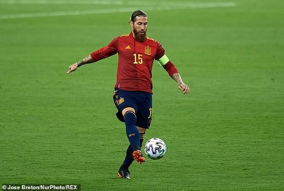 Sergio Ramos tiết lộ dính chấn thương và sẽ bỏ lỡ trận tứ kết Champions League với Liverpool ảnh 1