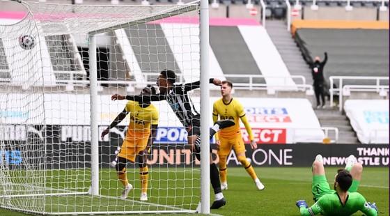 Harry Kane ghi cú đúp nhưng Tottenham lại đánh rơi chiến thắng phút cuối ảnh 3