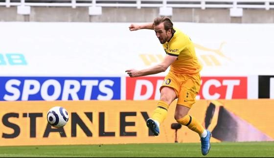 Harry Kane ghi cú đúp nhưng Tottenham lại đánh rơi chiến thắng phút cuối ảnh 2