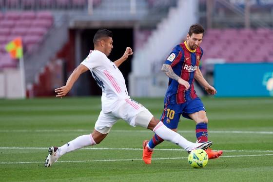 Trận siêu kinh điển: Barcelona cảnh giác phong độ xuất thần của Karim Benzema ảnh 1