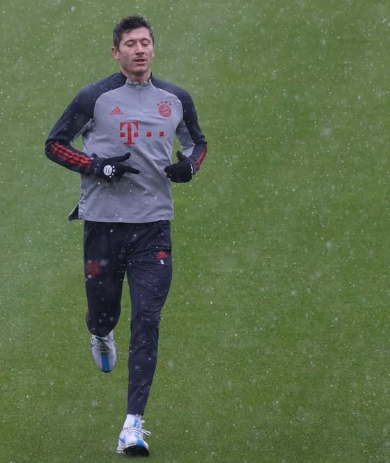 Lewandowski đã chạy trở lại nhưng sẽ không đá nổi với PSG ảnh 2