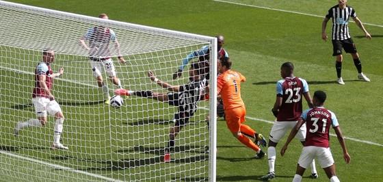 Thua đau Newcastle, West Ham nguy cơ văng khỏi tốp 4 ảnh 2