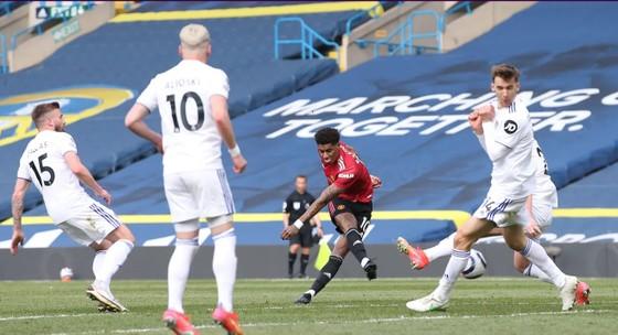 Leeds cầm chân Man.United, giúp Man.City đến gần ngôi vô địch ảnh 2