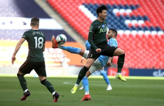 Aymeric Laporte nhấn chìm Tottenham, giúp Man City đăng quang League Cup 4 mùa liên tiếp ảnh 2