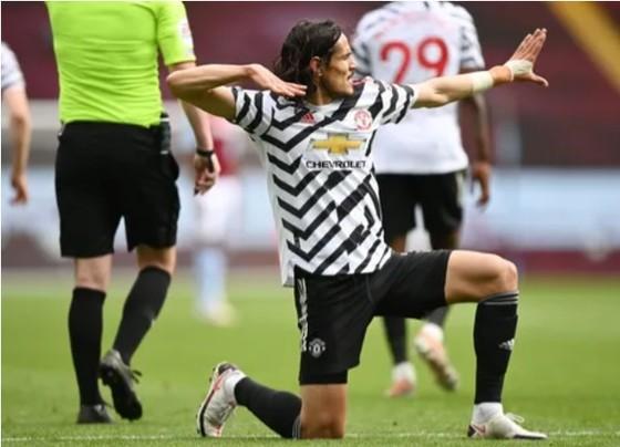 Thắng ngược Aston Villa, Man.United thu ngắn khoảng cách với Man City ảnh 2