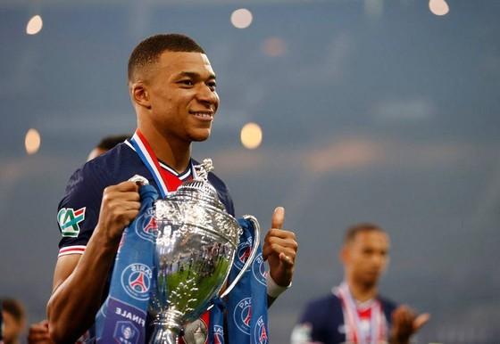 Kylian Mbappe giúp PSG đoạt cúp