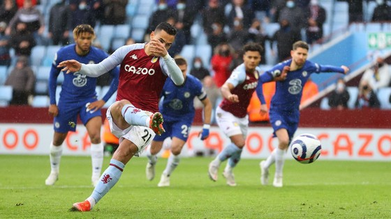 Thắng ngược Bầy cáo, Tottenham tặng vé Champions League cho Chelsea ảnh 1